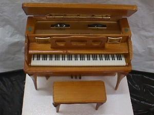 Four star wooden piano transistor radio jack berg sales for Piani domestici transitori